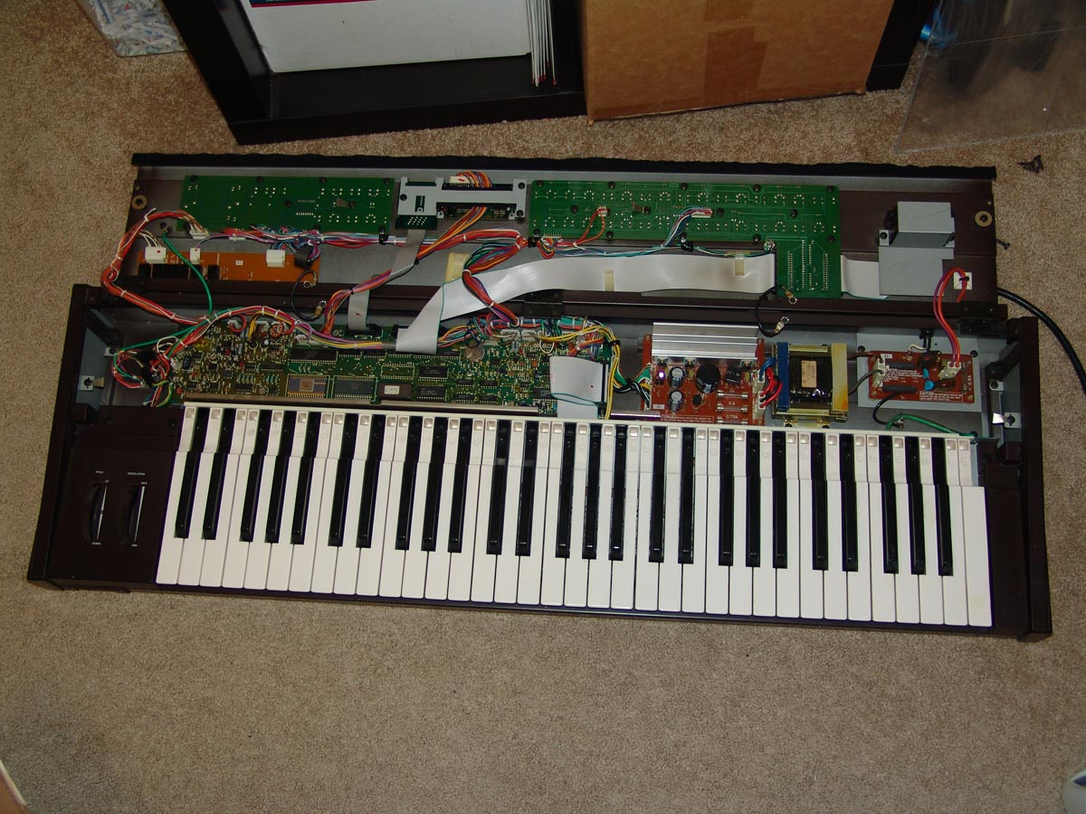 Installing a New Battery in a Yamaha DX7 @ Negatron Blog